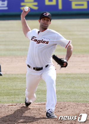 Alessandro Alex Maestri Hanwha Eagles Corea Baseball (8)