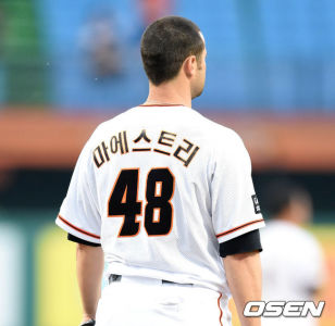 Alessandro Maestri Eagles Korean Baseball (16)