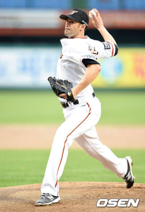 Alessandro Maestri Eagles Korean Baseball (5)