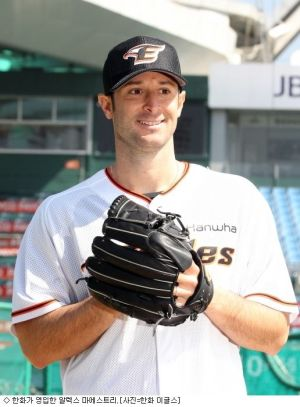 Alessandro Alex Maestri Hanwha Eagles Corea Baseball (3)