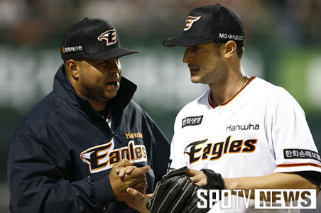 Alessandro Maestri Eagles Korean Baseball (21)